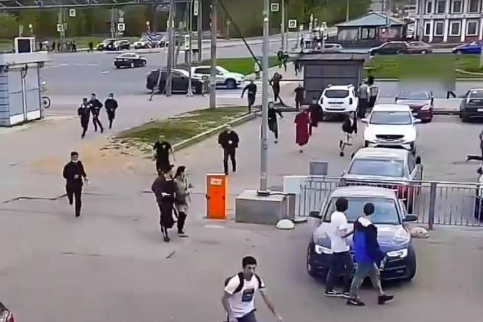 Полиция выясняет причины массовой драки на севере Петербурга