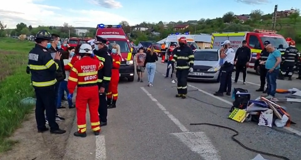 Грузовик врезался в маршрутку с гражданами Молдовы, пострадали 17 человек. Двое - в больнице.