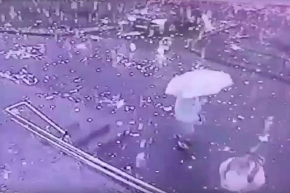 Фантастический дождь из искры в Петербурге попал на видео