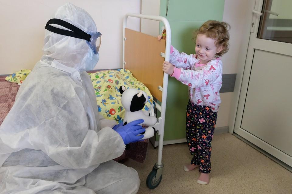 Коронавирус стал чаще поражать детей в Санкт-Петербурге.