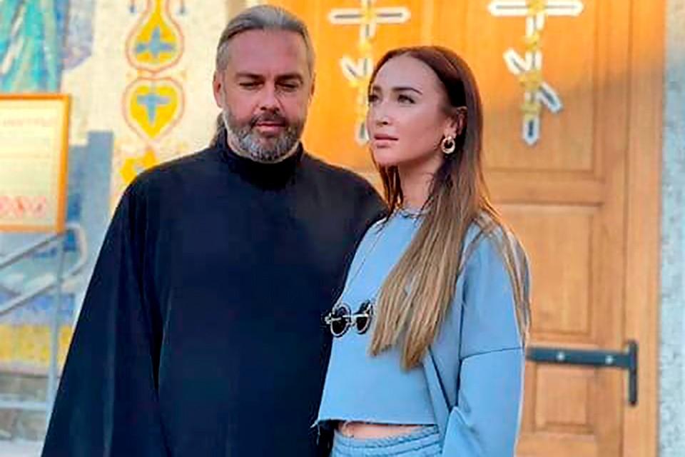 Ольга Бузова отправилась в монастырь с голым пупком и без платка.