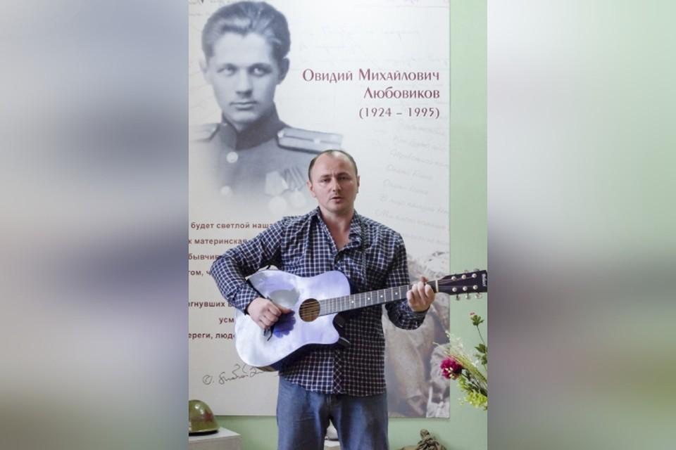 Антон Смердов получил награду в 2021 году за патриотические стихи. Фото: предоставлено библиотекой № 11