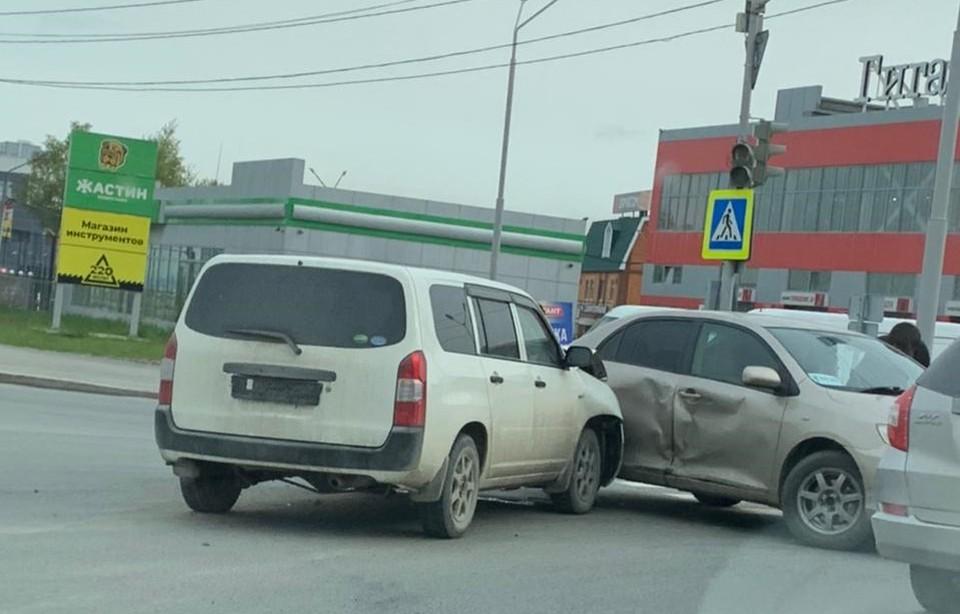 ДТП произошло в 9-м часу утра, когда обычно на этом участке улицы Ленина возникают пробки