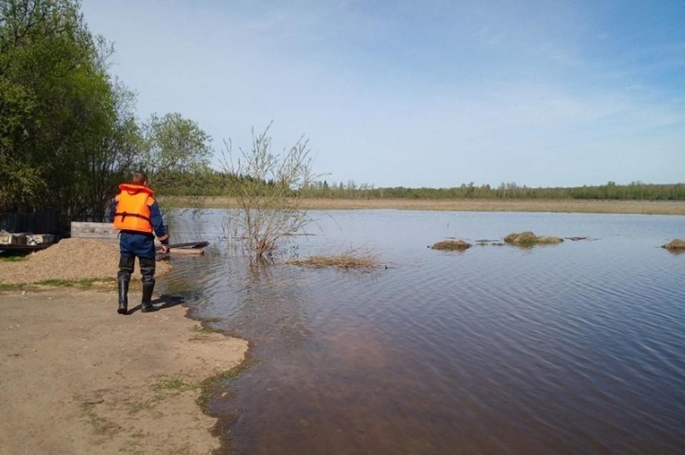 Из-за угрозы подтопления группа спасателей направлена в поселок Шиткино Иркутской области