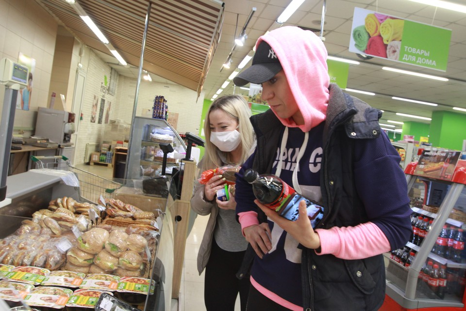В супермаркетах крупных сетей — 97% на полках занимают местные крупы, готовые завтраки, кондитерские, хлебобулочные, макаронные изделия, продукция птицеводства