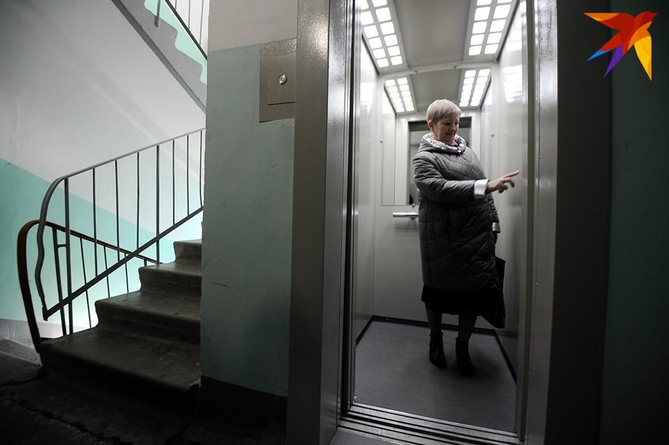 Жильцы дома надеются, что настройку завершат как можно быстрее, чтобы не пришлось ходить по лестнице тем, кому это делать тяжело.