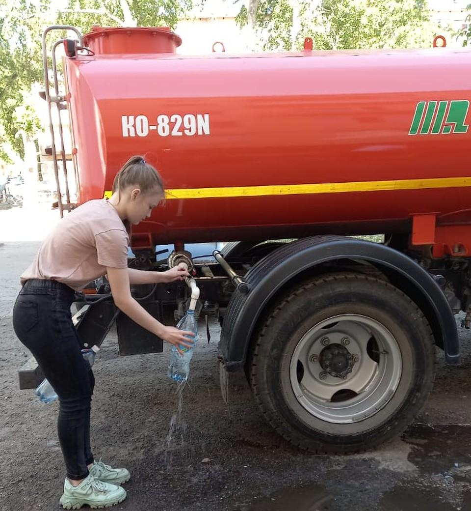 Воду отключили в доме на улице Нефтезаводской.