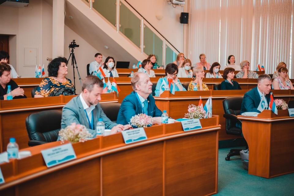 Значительная часть аудитории участвовала в форуме дистанционно. Источник фото: пресс-служба СГЭУ