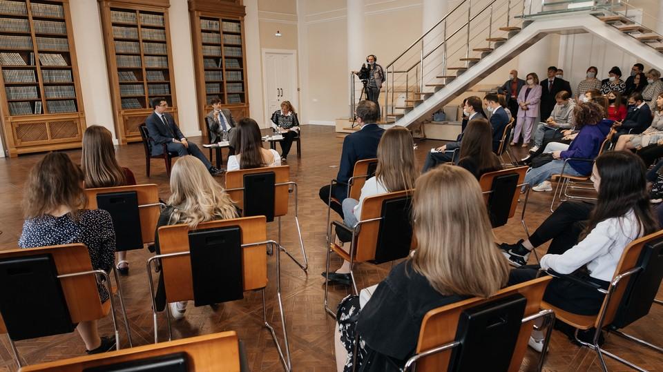 И.о. ректора Мининского университета Виктор Сдобняков провел вторую открытую встречу со студентами. Фото: пресс-служба университета