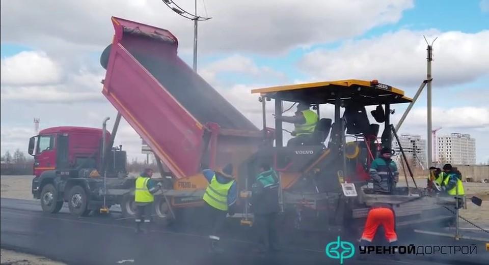 В Новом Уренгое ремонтируют дорогу на улице Подшибякина. Фото: администрация Нового Уренгоя
