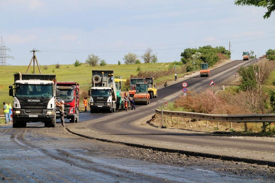 Сейчас идет ремонт 10 км Евпаторийской трассы у села Ореховое