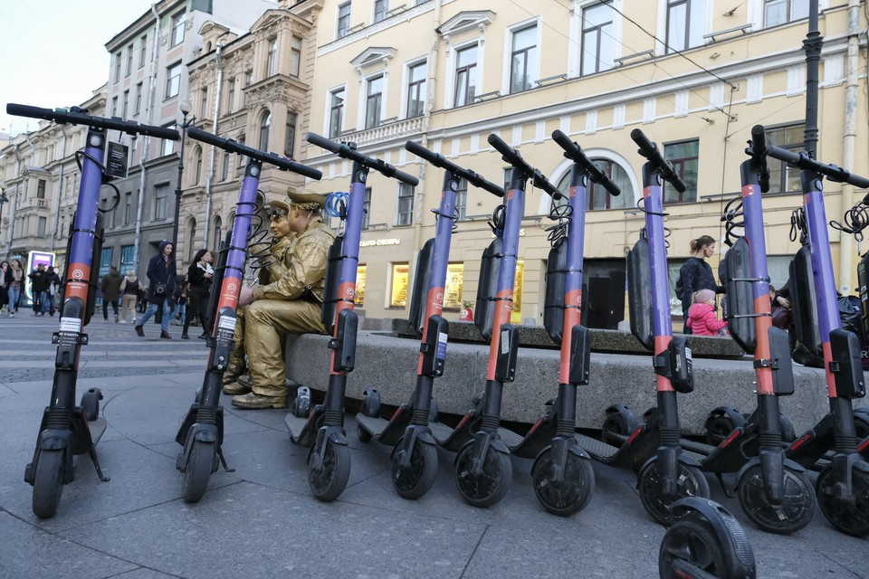 В Петербурге вступили в силу новые правила аренды электросамокатов.