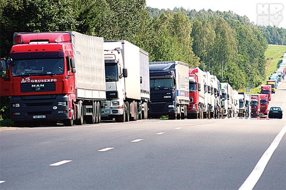 На выезде из Беларуси – многокилометровые очереди грузовиков/