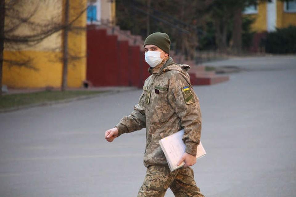 Солдат дезертировал с позиций с оружием. Фото: Штаб: ООС
