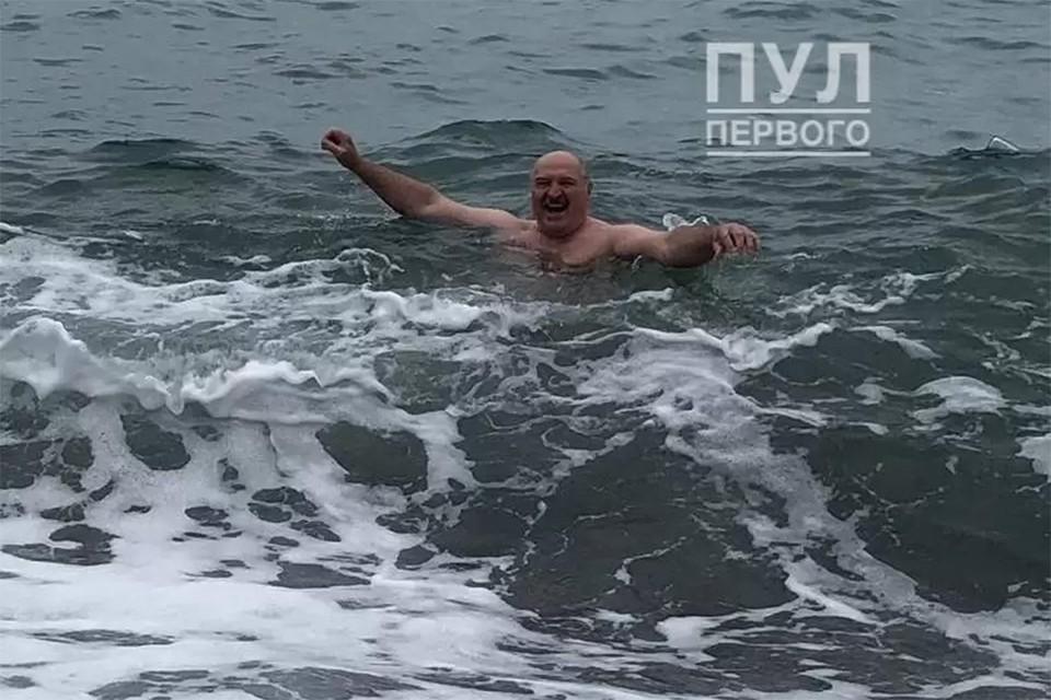 Лукашенко искупался в Черном море. Фото: Telegram Пул первого
