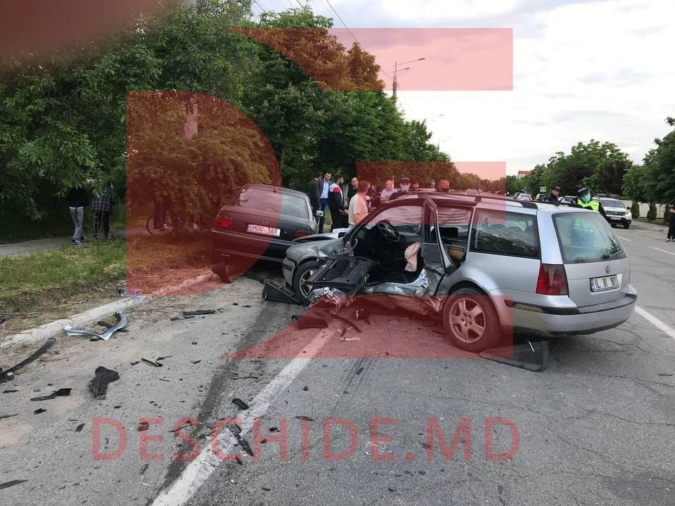 В аварии пострадали четверо человек, среди них - трое детей (Фото: deschide.md).