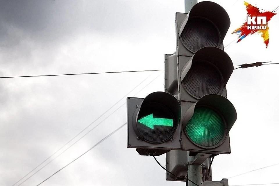 В Твери на площади Капошвара у светофоров установили дополнительные секции. Фото: архив «КП»-Тверь».