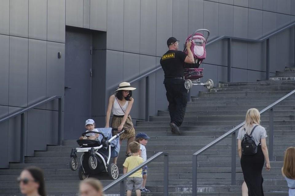 Во Владивостоке ремонтируют лестницы, где это необходимо.