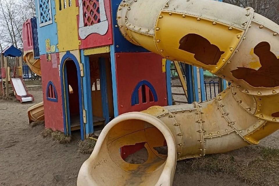 Желоб с дырами уже демонтировали. Фото: vk.com/kandvkurse