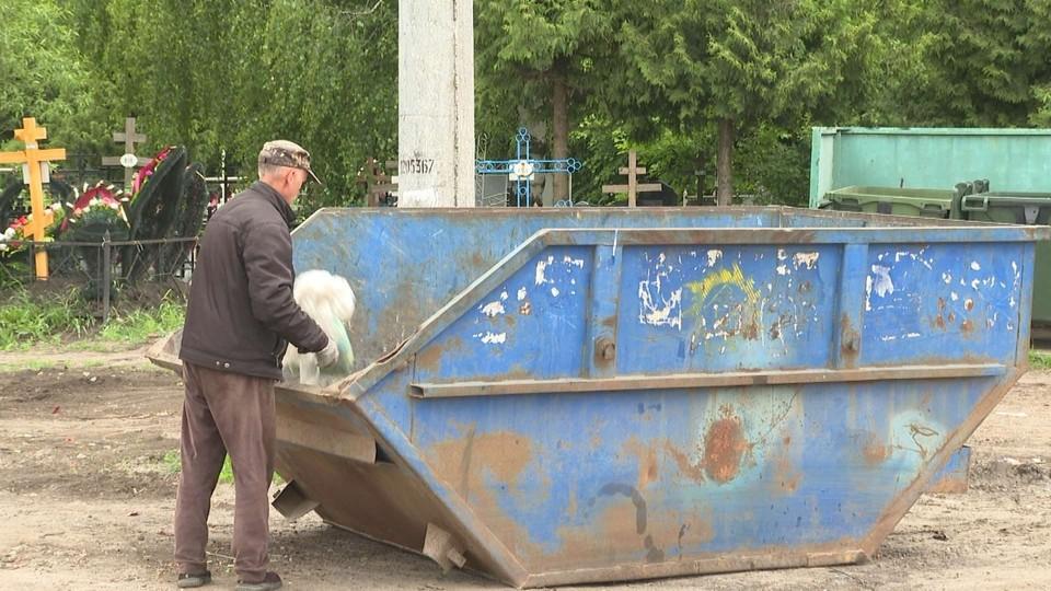 Тамбовчан, ухаживающих за могилами родственников, просят соблюдать санитарный порядок