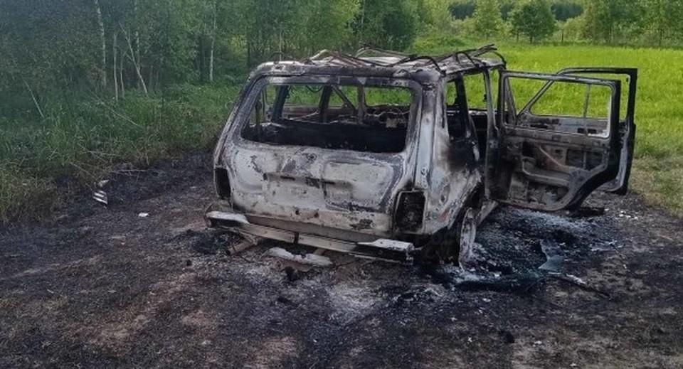 Огонь унитожил автомобиль полностью