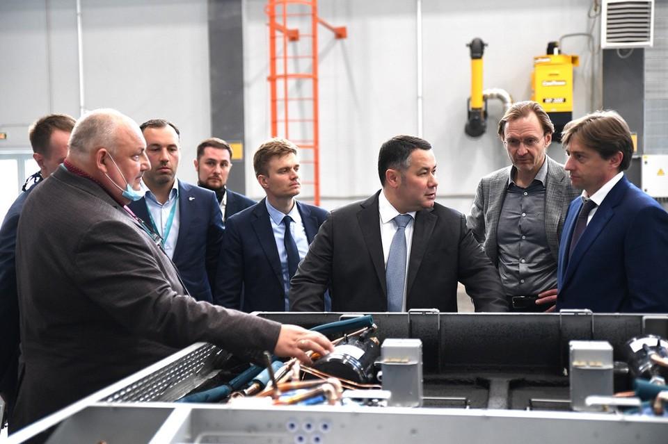 Губернатор вместе с крупными промышленниками осмотрел несколько крупных и ценных для региональной экономики производственных площадок. Фото: ПТО