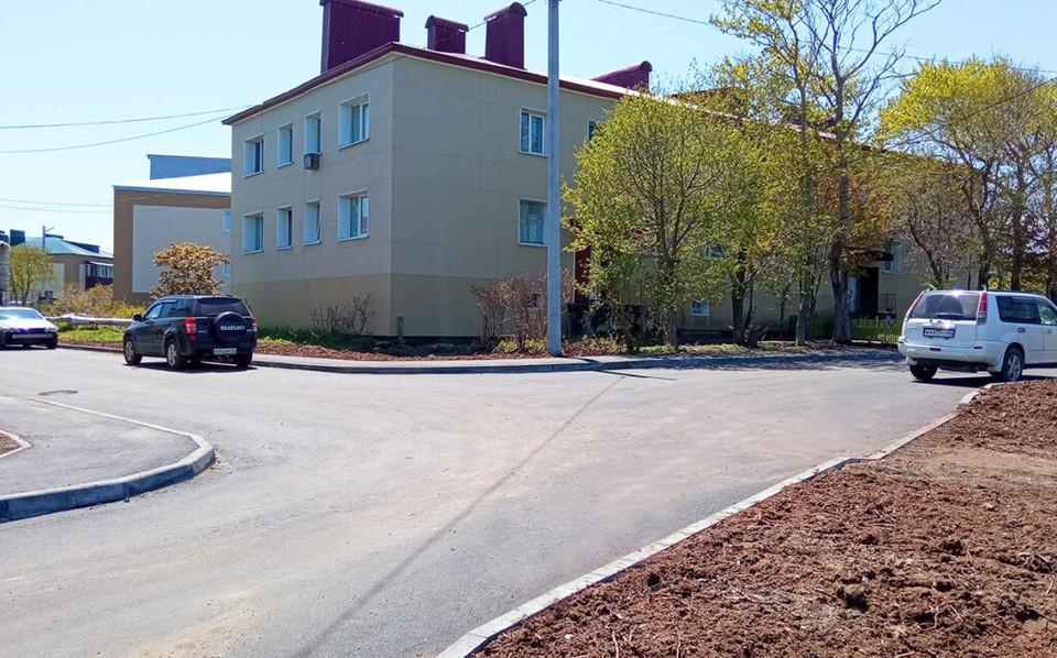 Двор обновили в рекордные сроки. Фото: газета «Долинская правда»