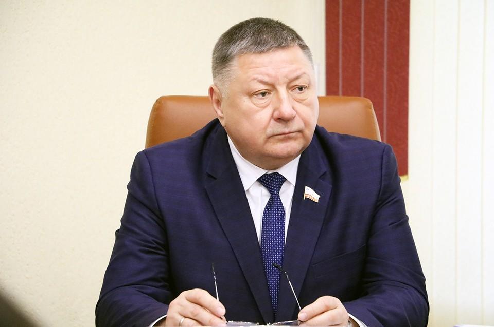 Александр Романов отметил, что школьники неохотно поступают в вузы на целевые места