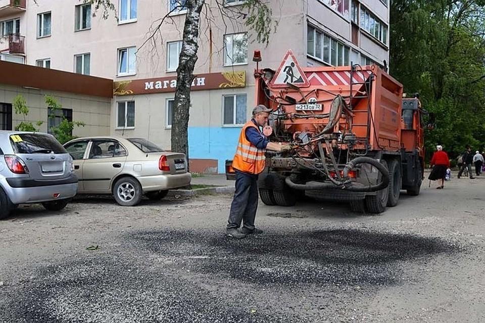 В Брянске на дорогах ликвидировали дефекты на площади почти 17 тысяч квадратных метров.