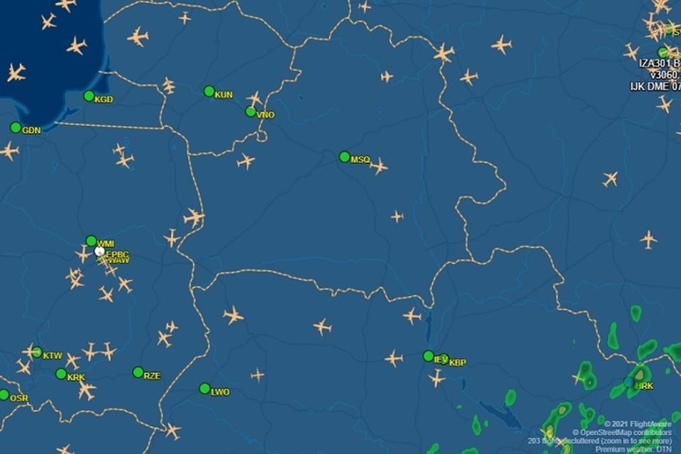 Национальные авиакомпании стран-членов EASA призвали избегать воздушное пространство Беларуси. Фото: flightaware.com | Отслеживание полетов в реальном времени