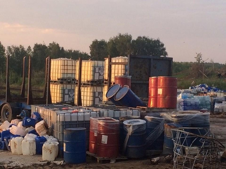 На полигоне вместе с ТБО давно складировались мазут и химикаты. Фото: соцсети (Владимир КИРИЛКИН)