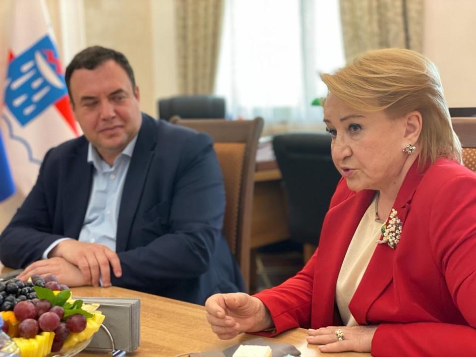 Председатель Общественной палаты Сочи Надежда Козлова и Александр Брод