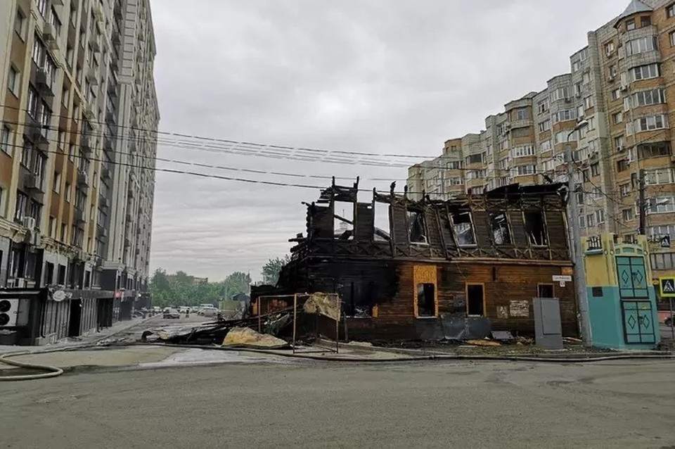Пожар на Арцыбушевской в ночь на 3 июня. Фото: ГУ МЧС по Самарской области
