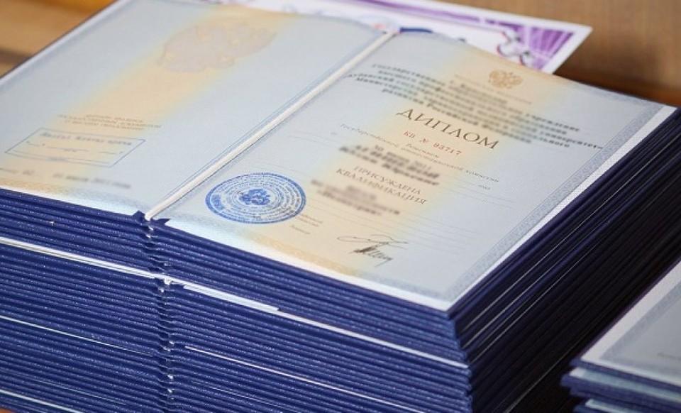 Обеспечение защиты дипломов за взятки дорого обойдется бывшему доценту.