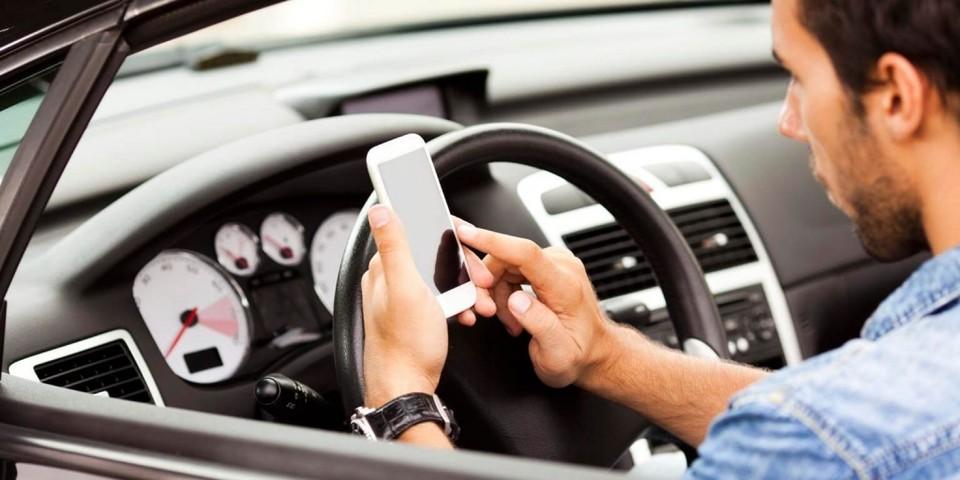 Потом можно хоть об асфальт вдребезги смартфон разбить – человека из-под колес назад не вернешь. Фото: соцсети