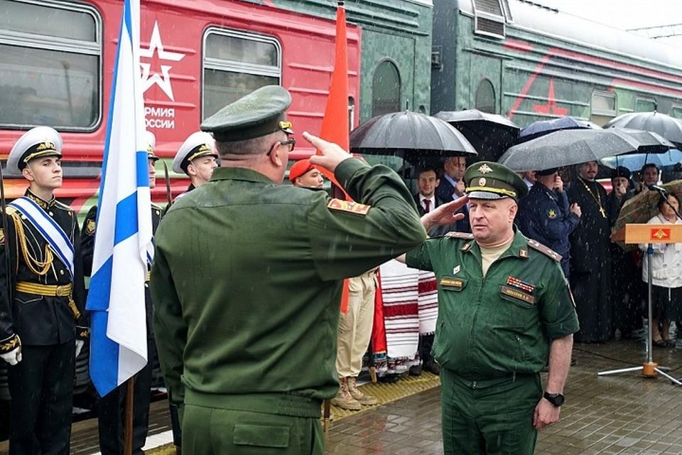 «Мы - армия страны!»: агитпоезд приехал в Хабаровск