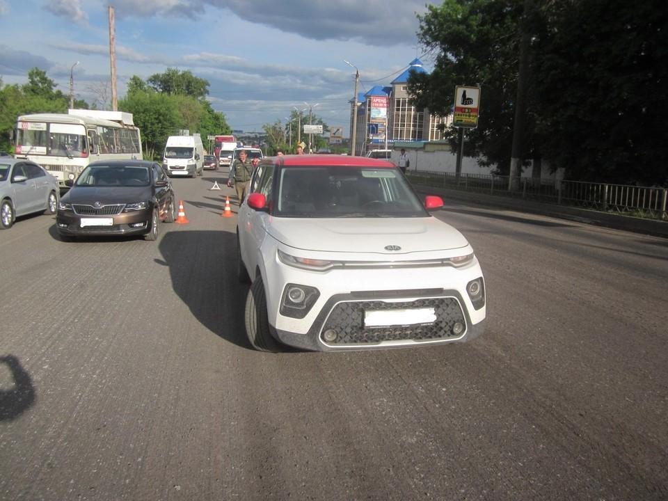 Пешеход нарушитель очутился под колесами сразу двух машин