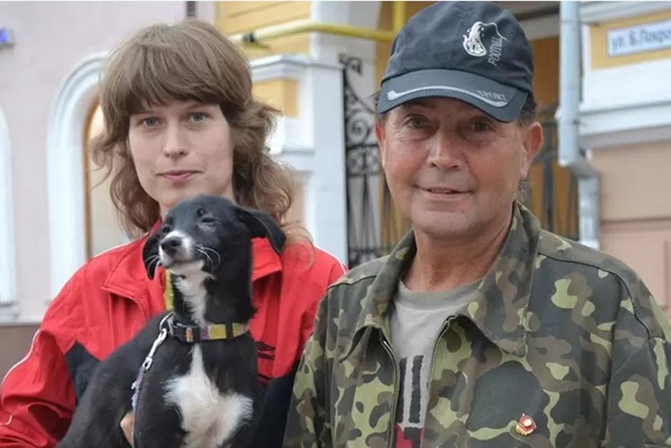 Много лет зоозащитница Инна Родионова (на фото слева) простояла на Большой Покровской, собирая милостыню.