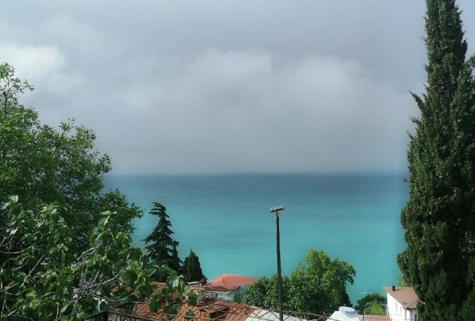 Начало лета в Крыму очень пасмурное.