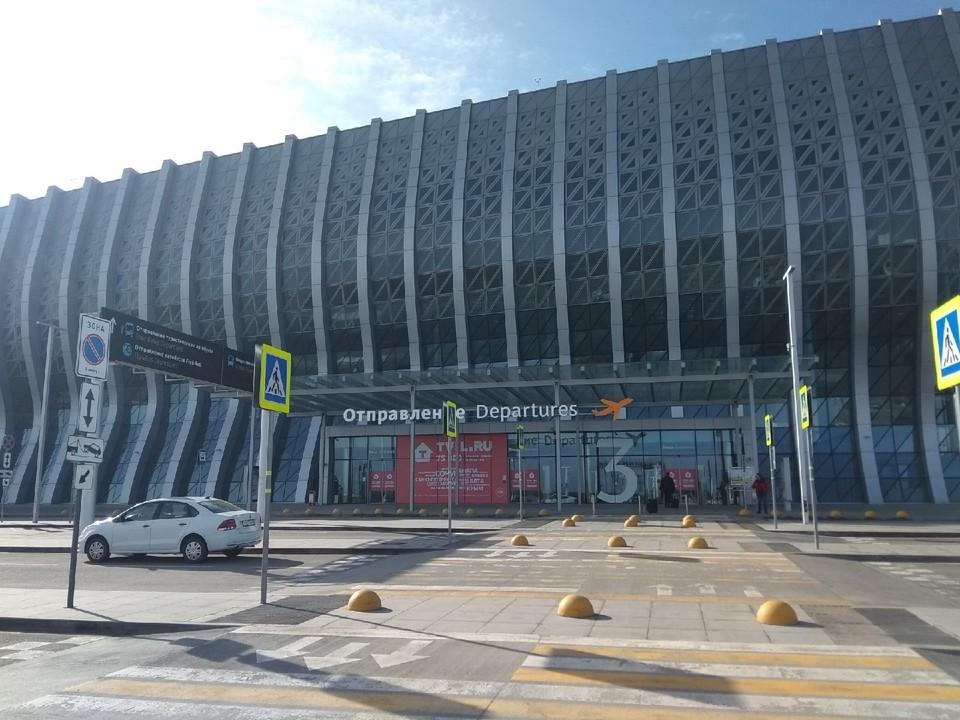 Новый аэровокзальный комплекс международного аэропорта Симферополь начал принимать пассажиров 16 апреля 2018 года.