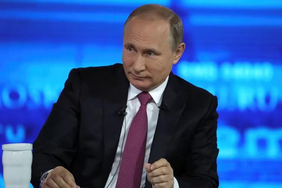 Путин заявил, что РФ занимает нейтральную позицию по событиям в Беларуси