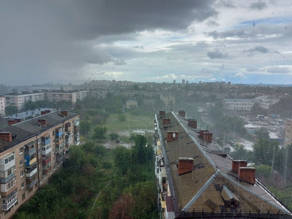 В субботу утром дождь шел недолго, но сильно