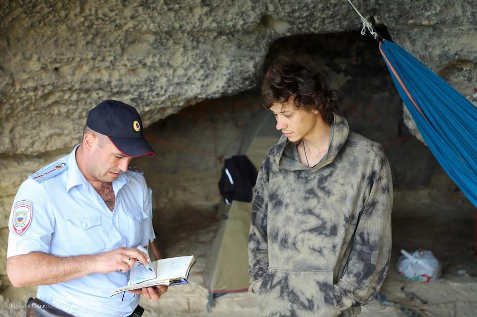 Отдельные субъекты обосновались в пещерах. Фото: 92.мвд.рф