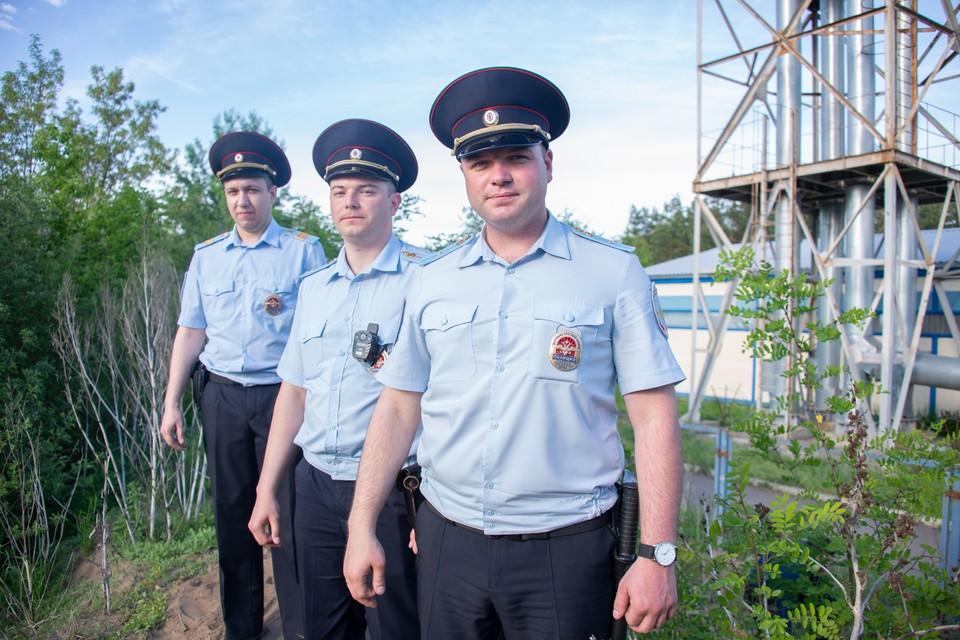 Патрульные спасли ребят из болота, фото 36.мвд.рф