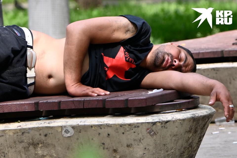Пьяного жителя Кимр обокрали спящим на лавочке.