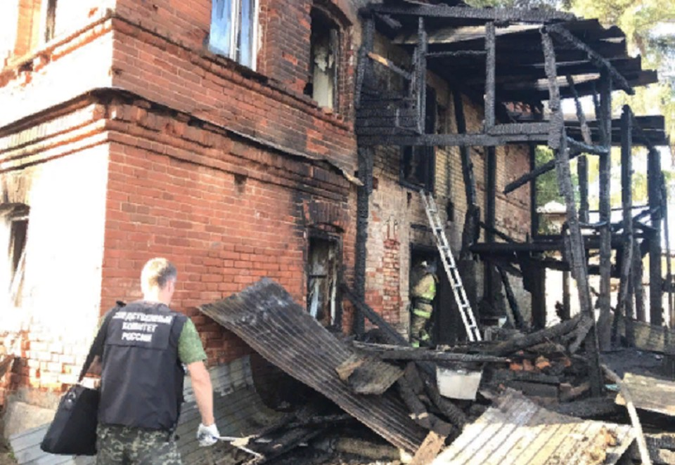 Огнем уничтожены все вещи пострадавших в пожаре в Юго-Камске. Фото: СКР по Пермскому краю.