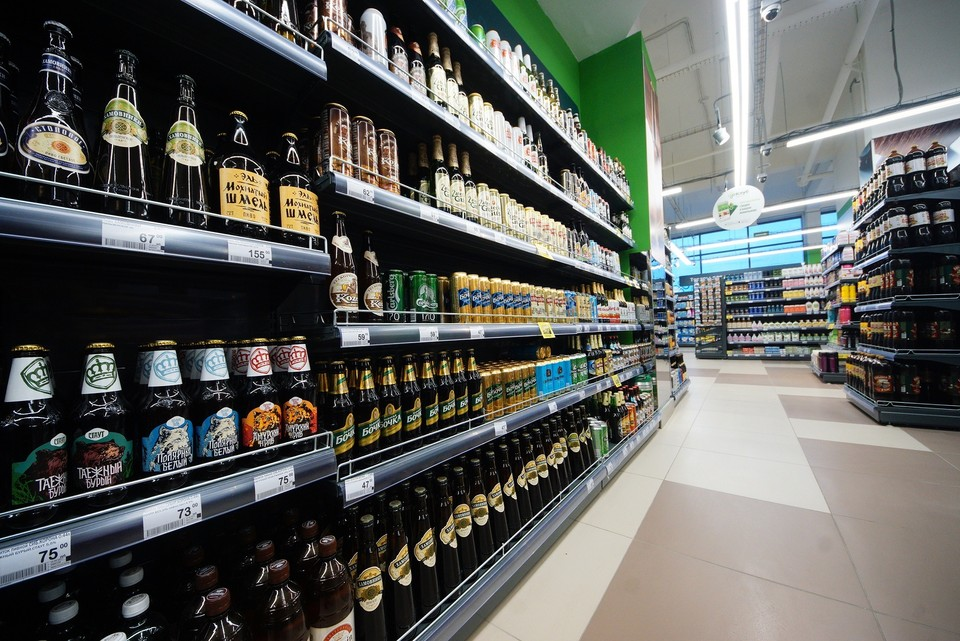 Примерно в 120 магазинах региона полки с алкоголем больше недели были ограждены лентами