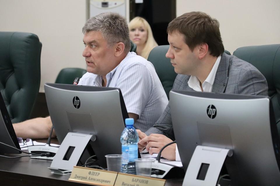 Замминистра транспорта и дорожного хозяйства Максим Жоголев (справа)