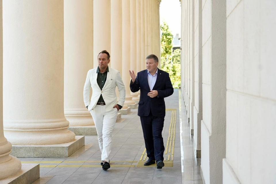 Артист Максим Аверин на встрече с генеральным директором СКФО Владимиром Кузнецовым