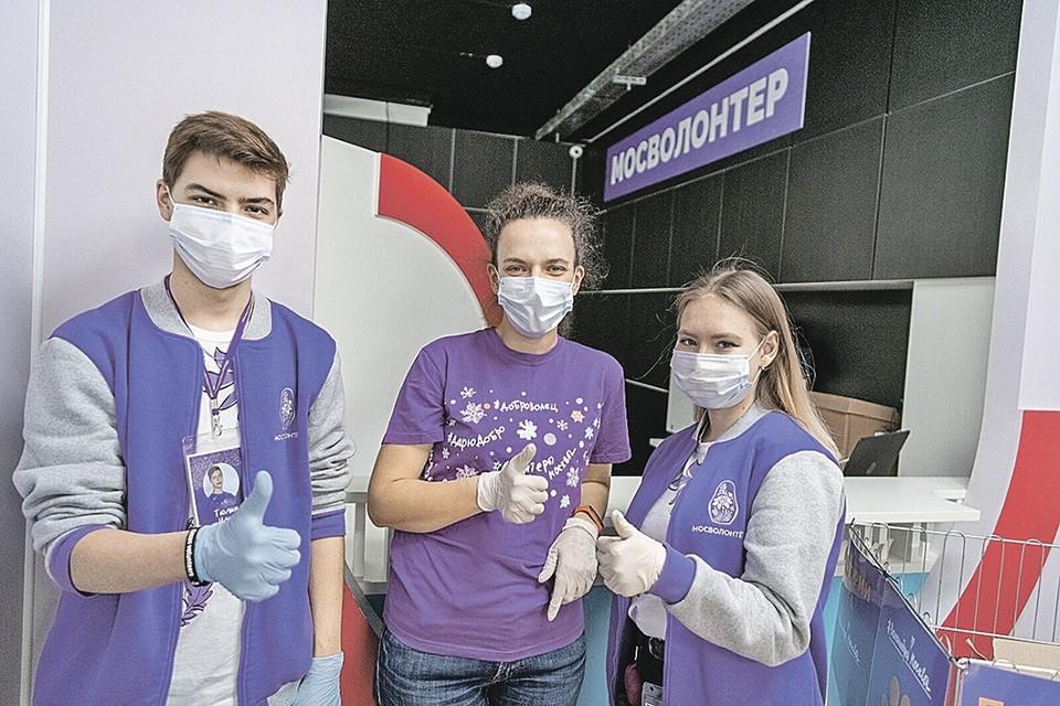 Помощь волонтеров сегодня неоценима! Фото: Владимир Новиков, пресс-служба мэра и правительства Москвы
